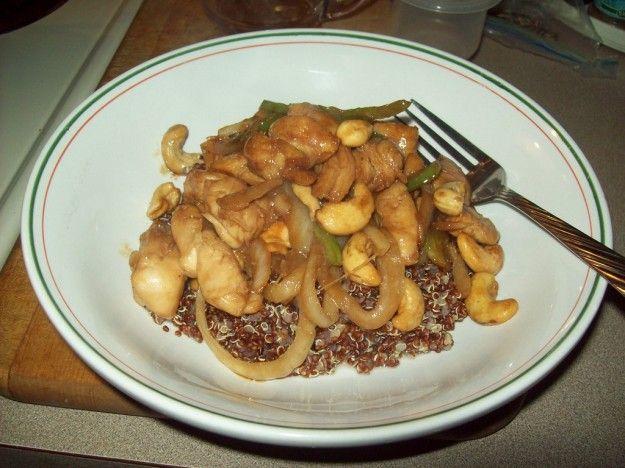 Pollo fritto con anacardi e quinoa