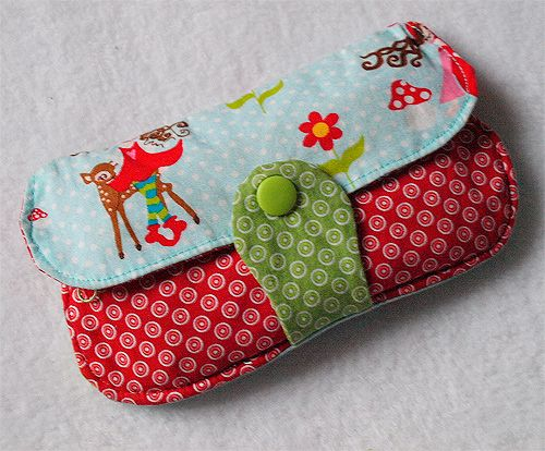 porte monnaie - Cute little clutch with KAM Snap button - Supplies available at ILikeBigButtons.com