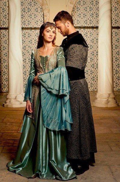Красиво, но они родственники. Она дочь его тёти Хатидже султан.