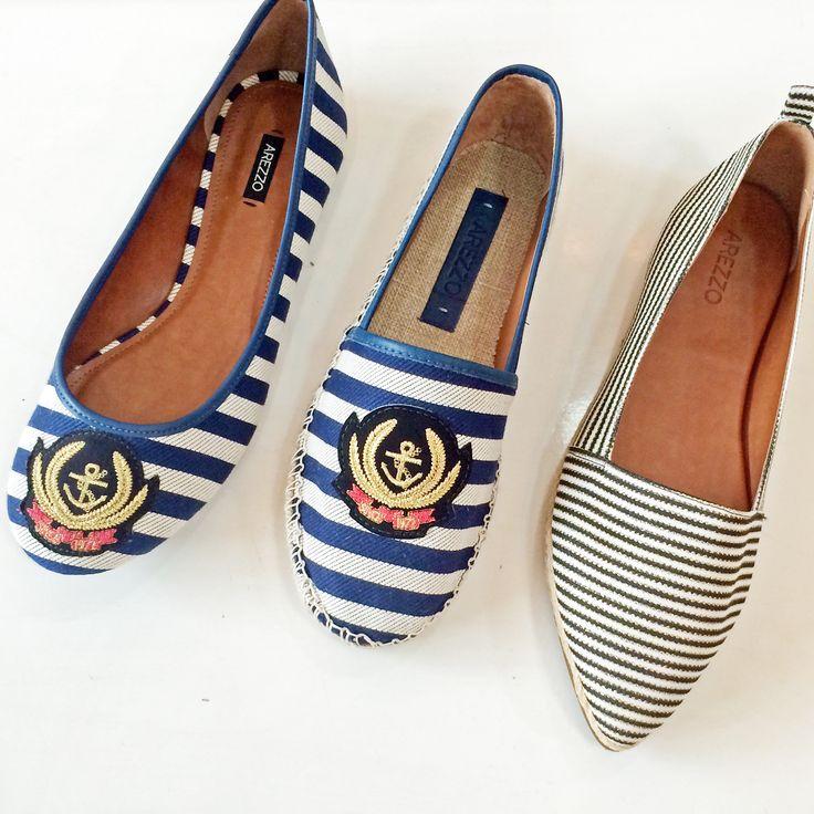 A tendência navy pode ser um detalhe no seu look cheio de estilo! Com listras