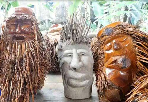 Membuat Patung Wajah Terbuat Dari Akar Bambu