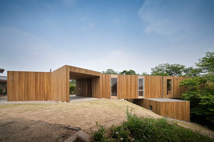 +node: A Cantilevered Home Stacked Like Building Blocks