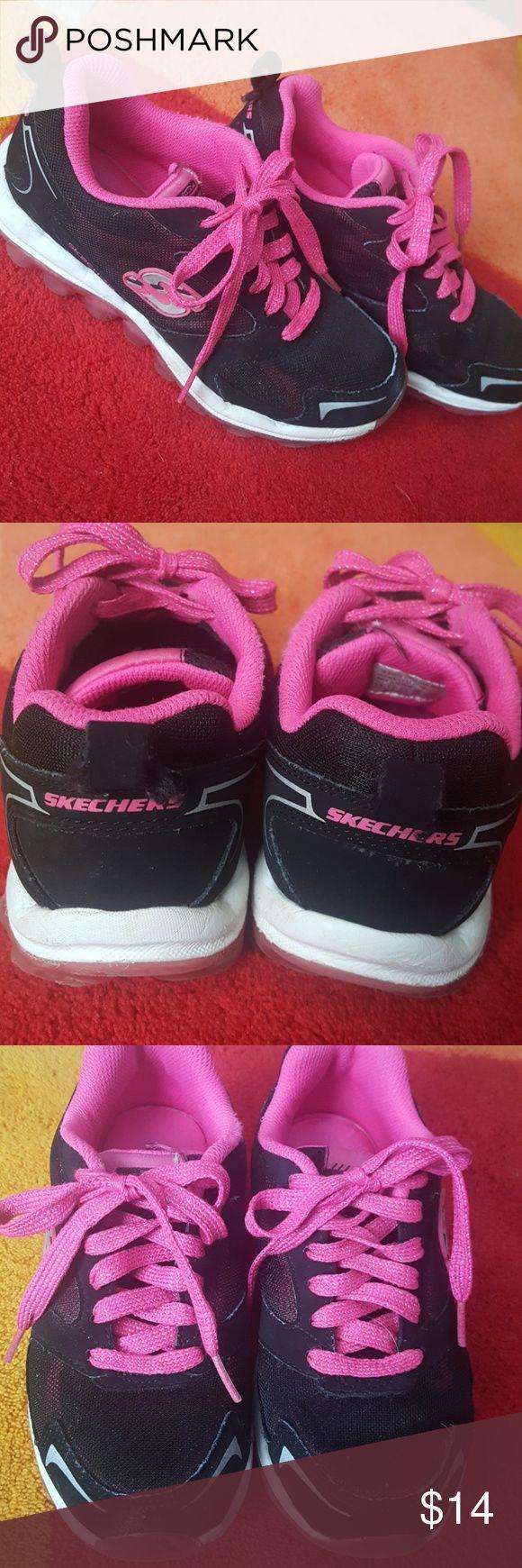 Skechers Tennis Shoes (Girls) Good pre used condition...Girl's Skechers Tennis Shoes. Lots of life left! Skechers Shoes Sneakers