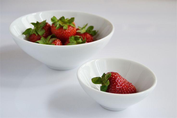 Coppe Passepartout & #Fruit;#Strawberry: contenitori in porcellana multuso; disponibili in 5 misure  www.ancap.it