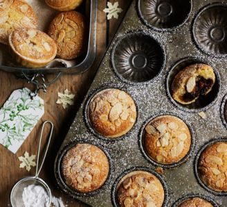 Almond-topped mince pies. It's NOT Christmas, but I really feel like baking and eating these beautiful pies!