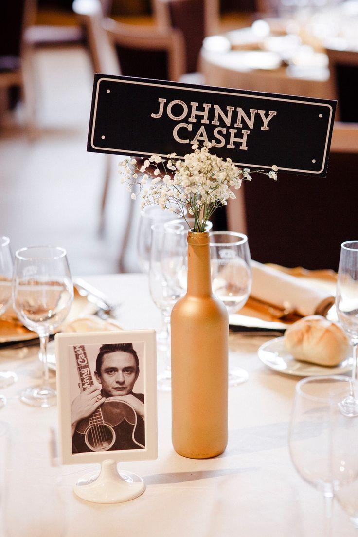 Una boda con mucho Rock'n'roll inspirada en Las Vegas. Sweet emotion, decoración, coordinación y organización de bodas La Rioja. Seating plan leyendas del rock, señales