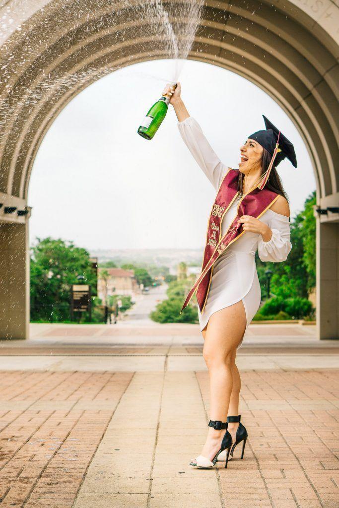 30 Gorgeous Graduation Picture Ideas For Photography
