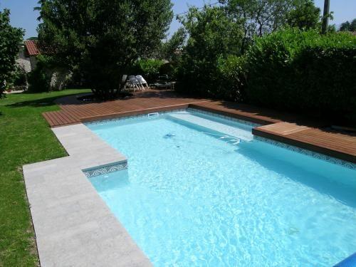 terrasse piscine bois ou pierre piscine pinterest piscine bois terrasse piscine et piscines. Black Bedroom Furniture Sets. Home Design Ideas