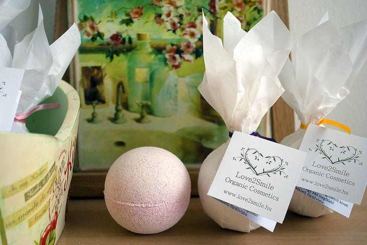 Kényeztető vegan fürdőgolyók http://webshop.love2smile.hu/spl/177079/Furdogolyok #vegan #bathball #furdogolyo #love2smile