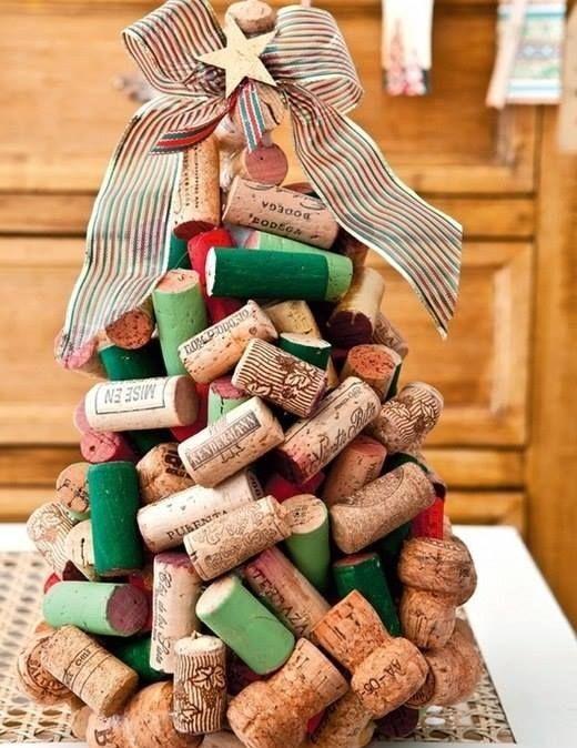 enfeites de natal - arvore de natal com rolha de vinho