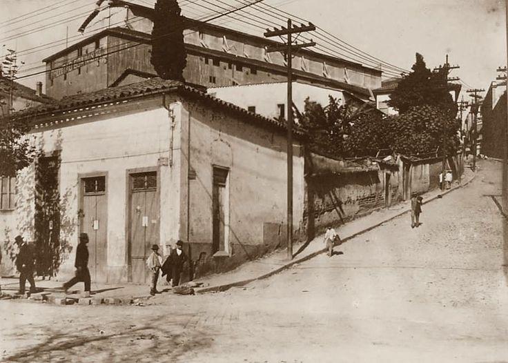 Esquina da Ladeira Porto Geral com a 25 de Março, década de 20
