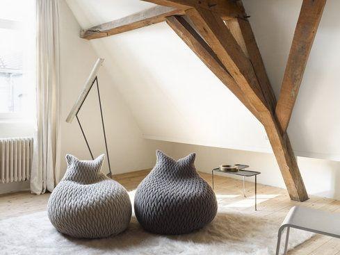 Al Salone del Mobile 2011 Casalis ha presentato la collezione di pouf e plaid Slumber disegnati e realizzati dalla stilista Aleksandra Gaca.