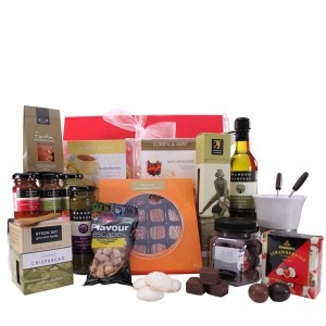 $139.99 - Another great example of indulgence! Your clients, employees, associates, family and friends,will feel spoilt withthis deluxe gift hamper. #corporategift #giftbox #giftbasket #giftjar #macadamia #cashews #macaroons #oliveoil #tapenade #crispbread #cookies #paprika #fennel #coriander #strawberries #fondue