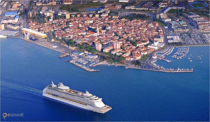 Изола – #Словения #Изола (#SI_040) Изола - симпатичный старинный словенский город, яхтинг у побережья которого очень легко можно совместить с отдыхом на пляжах Хорватии и экскурсиями в Венецию.  ↳ http://ru.esosedi.org/SI/040/1000154775/izola/