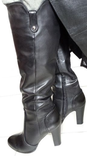 Hi You are purchasing a pair of immaculate of Wittner Venom Tall High Heel Leather Boots With Inside Zip Size 10.  Venom M is a standard calf fit. With a sleek 10 cm block heel, and sporty heel and toe panels,  these boots are a must-have for every wardrobe!  -Leather outer -Leather lining -Spanish Sole  Pay and Pick up Clayfield or Brisbane City King George Square. Could post. They won't last long. We know you will fall in love with these. Contact: +61433689058 Thanks for looking