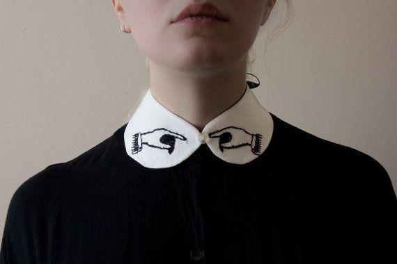 señalando las manos cuello - blanco con bordado negro hecho a pedido
