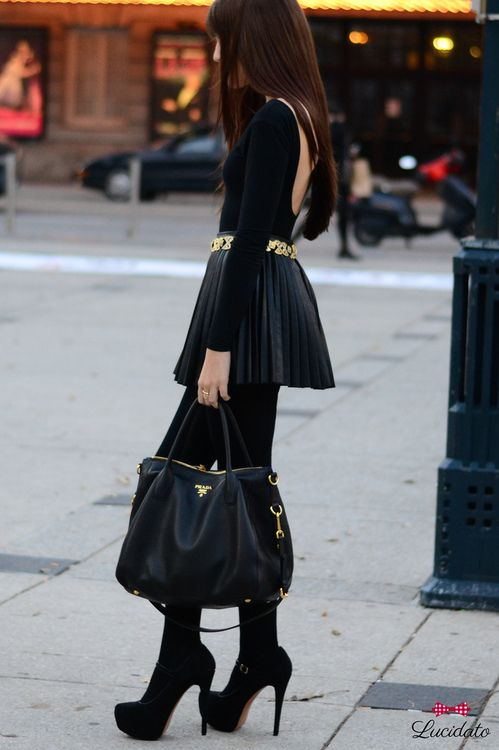 all black look , love it #fashion #style    ..Love the purse!