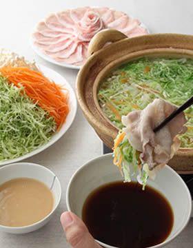 野菜がたっぷり食べられるアイデア♡千切りキャベツの豚シャキ鍋♪