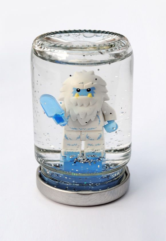 DIY Lego Snowglobe. Must make this for the boy as a surprise, combining his two favorite things: Lego and snowglobes!