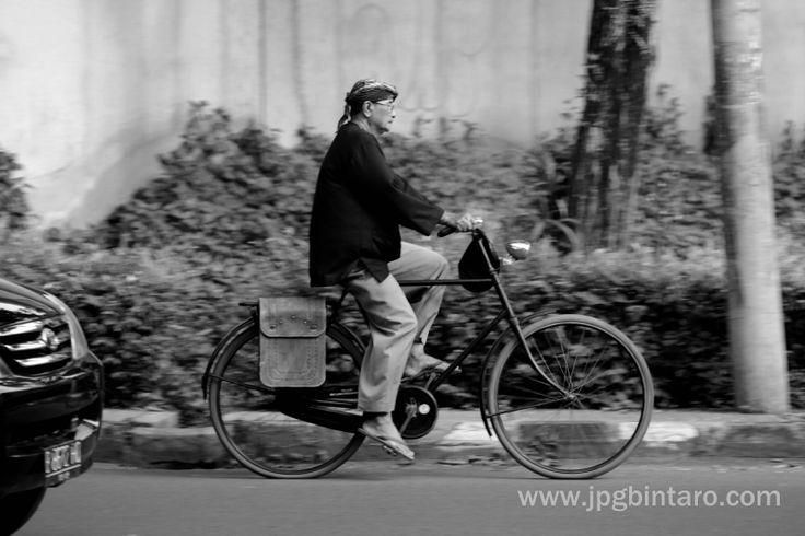 Bersepeda onthel itu mengasiikan, tanpa beban, yang ada hanya kenikmatan dalam bersepeda. BOS sepeda onthel  BOS ; Bintaro Onthel Solidarity