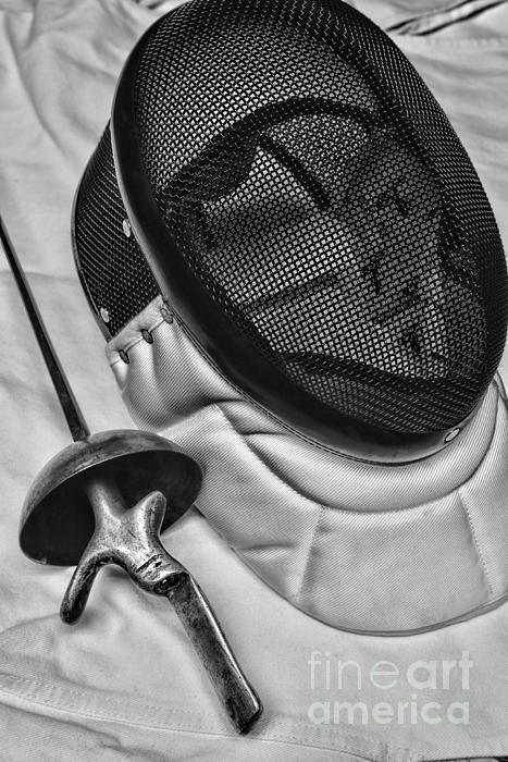 Paul Ward, En garde, on guard, swashbuckler, fencing, duel, sword, sword fighting, sword fight, fencing match, fencing tournament, tournament, fencing mask, epee, foil, saber, dueling sword, rapier, sport, competitive fencing, Olympic fencing, fencing sword, fencing gear, weapon, classical fencing, swordsmanship, touches, lunge, feint, attack, parry, sports, to the death, white, renaissance, Leon Paul, Castello, iphone case, fencing iphone case
