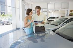 """¿Cuánto vale mi coche usado? - Cuando taso un coche usado muchas veces los propietarios se decepcionan al escuchar que su vehículo vale mucho menos de lo que ellos pensaban. Es muy típico el comentario: """"con el dineral que me costó, y lo rápido que se ha depreciado"""". El automóvil es uno de los bienes que más rápido se devalúan, sobretodo si tenemos en cuenta que al comprarlo nuevo hicimos uno de los desembolsos más grandes de nuestra vida. Para saber de dónde sale el valor de un coche..."""