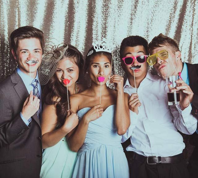 13 Unconventional Wedding Entertainment Ideas To Make Your