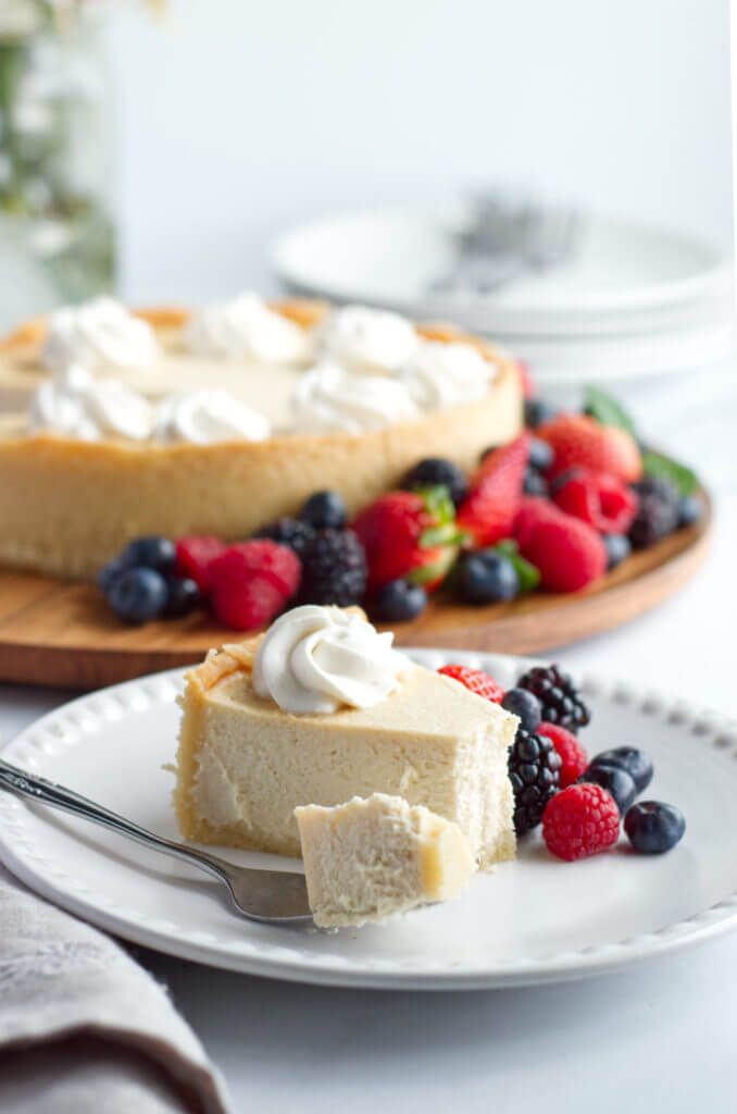 تشيز كيك كيتو تشيز كيك منخفضة الكربوهيدرات هل تبحث عن وصفة تشيز كيك البسيطة التي تع New York Baked Cheesecake Best Keto Cheesecake Recipe Keto Cheesecake