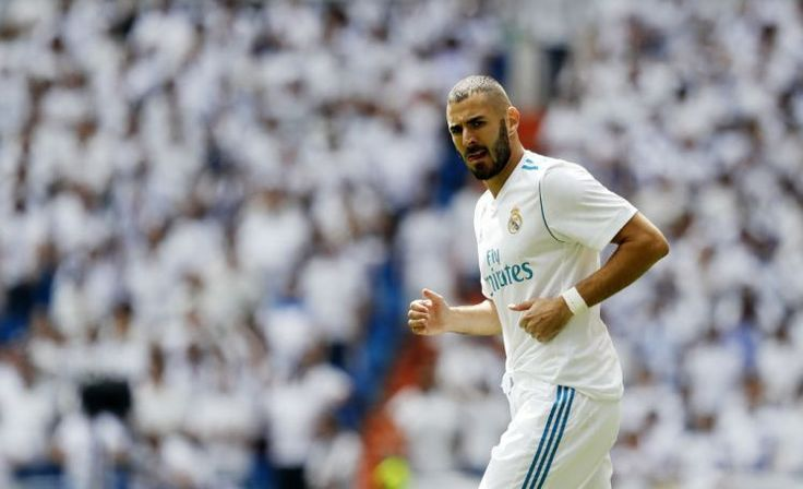 Lengthy-term Arsenal goal Karim Benzema set for brand spanking new Actual Madrid cope with £900m launch... Benzema will likely be out of Arsenal's price range (Picture: Getty) For years Arsenal have been linked with Karim Benzema but any hopes of a move are set to be killed off by the stunning new contract he's expected to sign with Real Madrid. Jose Mourinho tears into Man Utd stars after 3-0 win over Basel The 29-year-old forward has long been rumoured to be on Arsene Wenger's radar, with…