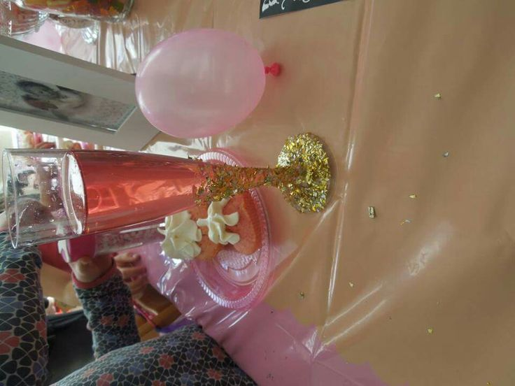 Kinderfeest meisjes plastic champagneglas gedipt in glitter ze waren er dol op