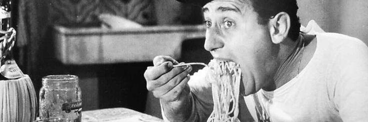 Mangiare a quattro palmenti significa mangiare voracemente, con ingordigia e in abbondanza.