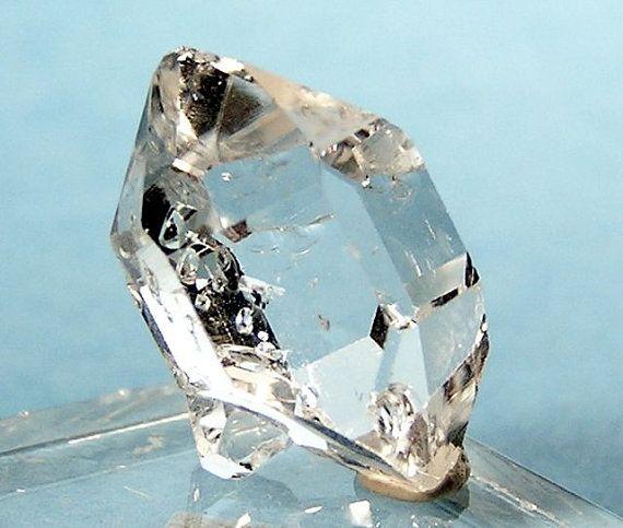 https://i.pinimg.com/736x/2f/aa/41/2faa4185bee3c0f3b3958535a1e4d8f6--herkimer-diamond-crystals-minerals.jpg