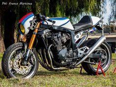 Suzuki GSXR 1100 Cafe Racer hecha por Dino Maltoni. Entra y descubre esta moto brutal que muestra a una deportiva cafeteada.