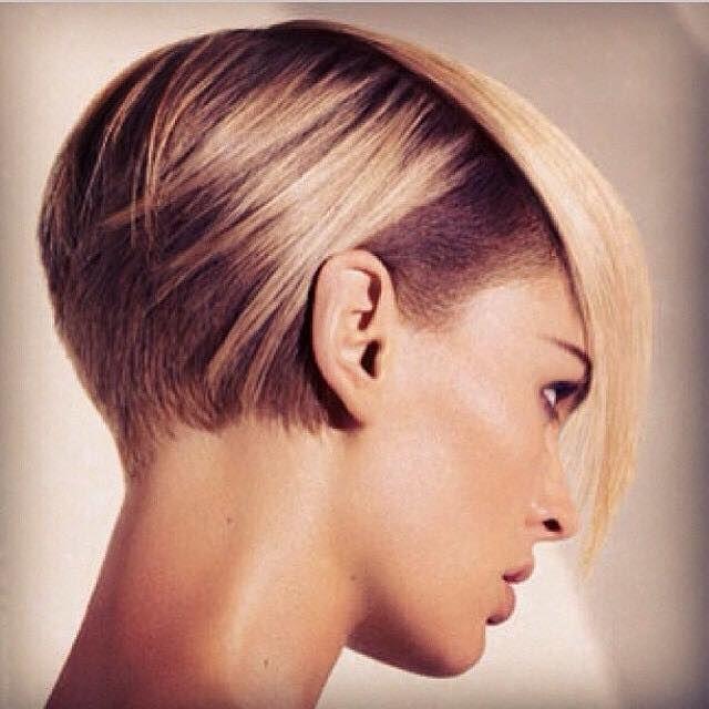 Çok tatlı bir model Ama bir o kadarda asi ve asimetrik. #SaçModeli #SaçModası #KısaSaçModeli #zkkuafor