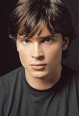 Tom Welling as Clark Kent on Smallville photo - Smallville picture #89 of 89