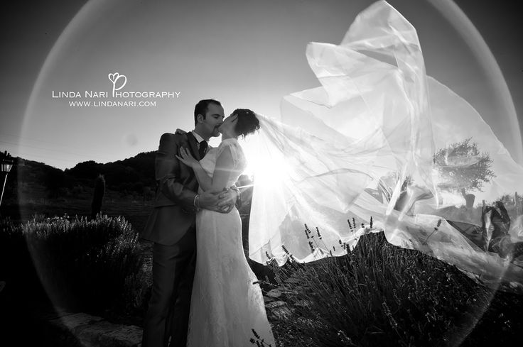 wedding couple Italy Tuscany veil