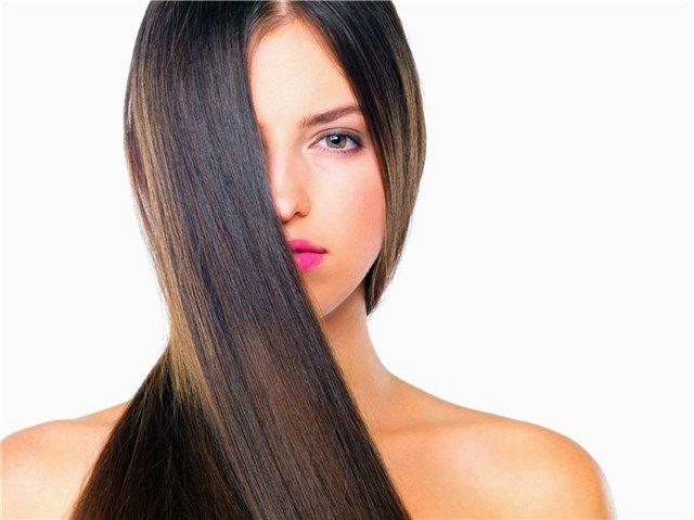 El pelo lacio es cómodo y no requiere de demasiada atención, esta es la razón principal por las que todas las mujeres lo desean