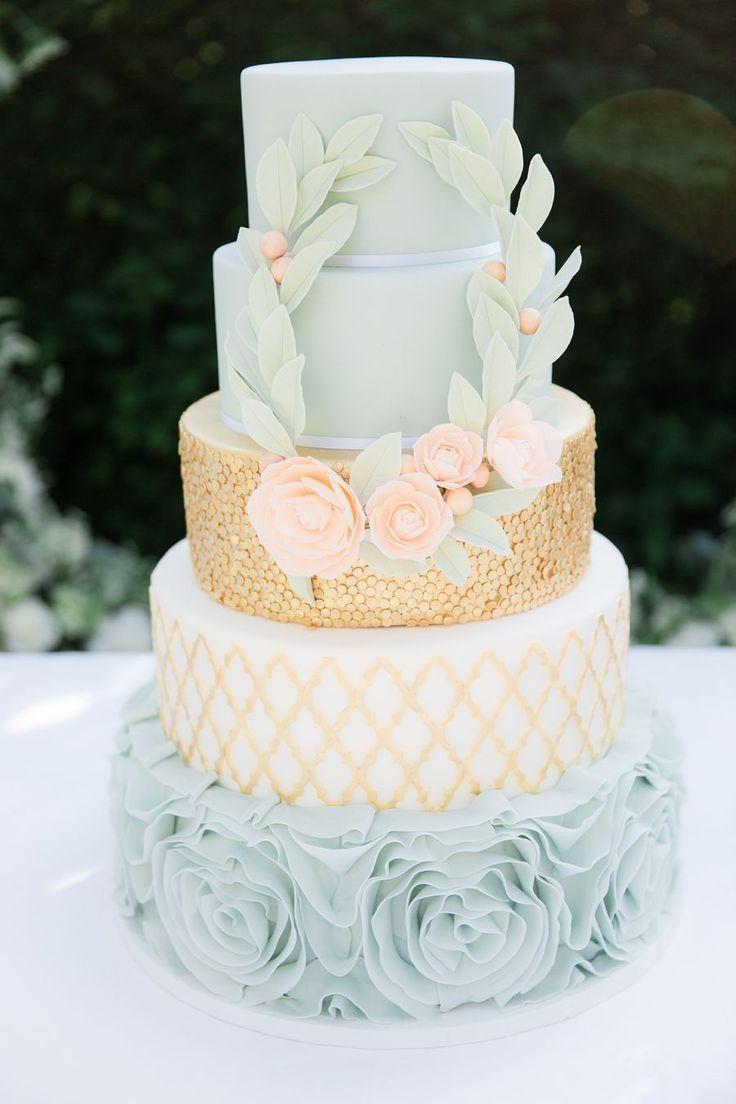 Blue and gold wedding cake | Photography: Anouschka Rokebrand - http://anouschkarokebrand.com/ #ModernWeddingIdeas