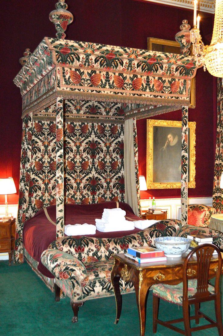 Althorpe house northampton the princess of wales bedroom for Furniture northampton