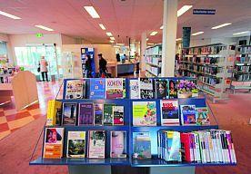 8-Nov-2014 10:16 - 'STUDENTENGLUURDER' ACTIEF IN BIBLIOTHEEK NIJMEGEN. De 'studentengluurder van Nijmegen' valt vrouwen lastig in het Huis van de Letters, de voormalige bibliotheek Mariënburg in het centrum van Nijmegen.