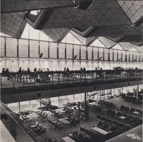 Wnętrze Międzynarodowego Dworca Lotniczego w 1969 roku.