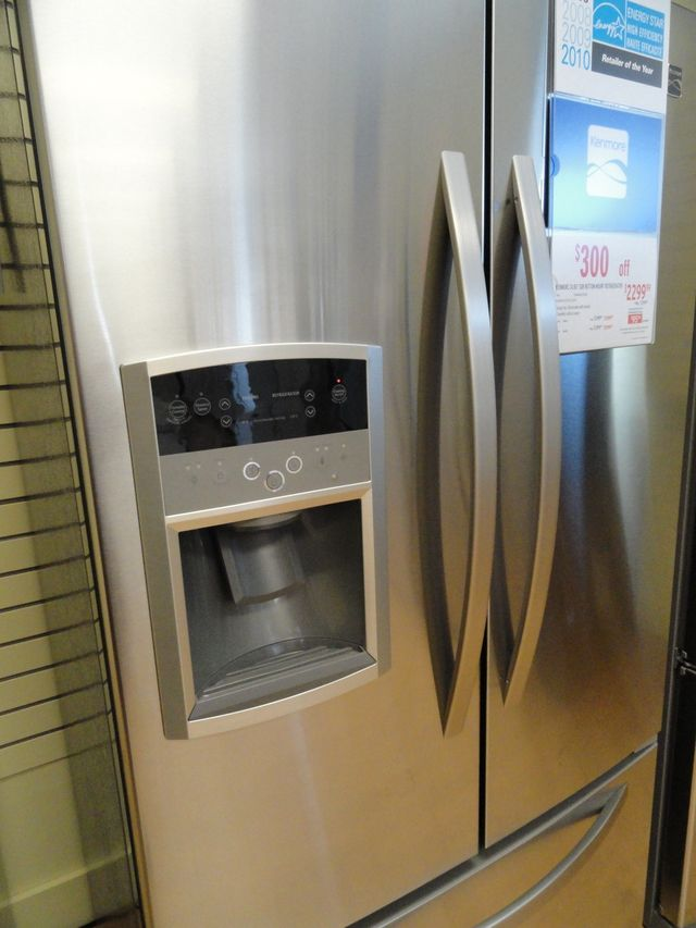 A look at what a counter-depth refrigerator offers in terms of convenience, access and installation benefits and constraints. Is a counter depth refrigerator the right choice for you?