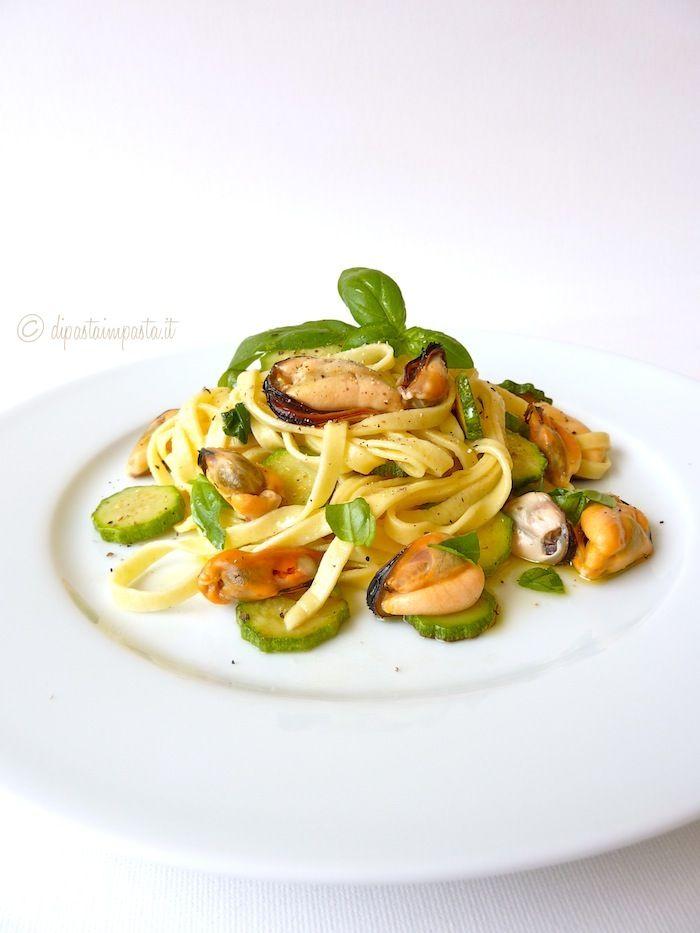 Di pasta impasta: Fettuccine con cozze e zucchine