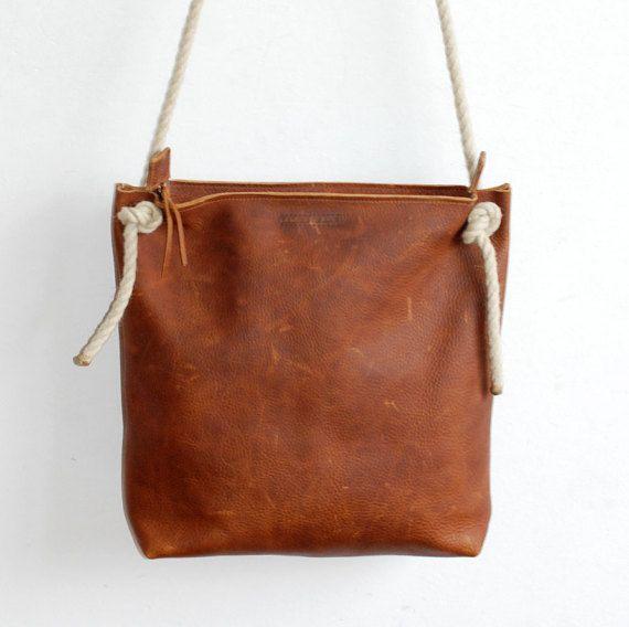 Leather Zip Bag - Crossbody Bag - Shoulderbag - Robusto cognac colored
