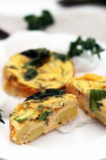 Zapiekane omlety ze szparagami i ziemniakami