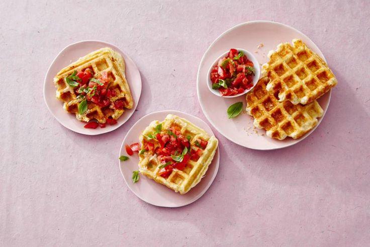 Verrassen met homemade wafels? Ga voor hartig en beleg ze met de lekkerste toppings, bijvoorbeeld tomatensalsa - Recept - Allerhande
