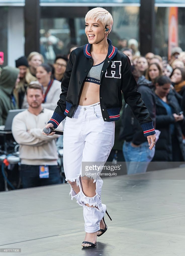 Singer Halsey performs on NBC's 'Today' Citi Concert Series at the NBC's TODAY Show on November 18, 2015 in New York, New York.