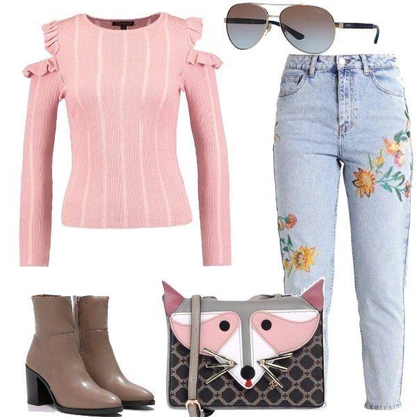 Un outfit pensato per tutti i giorni o per un aperitivo con gli amici, composto da jeans baggy a vita alta, maglione a scollo tondo, stivaletti in pelle, mini borsa con tracolla regolabile e occhiali da sole.