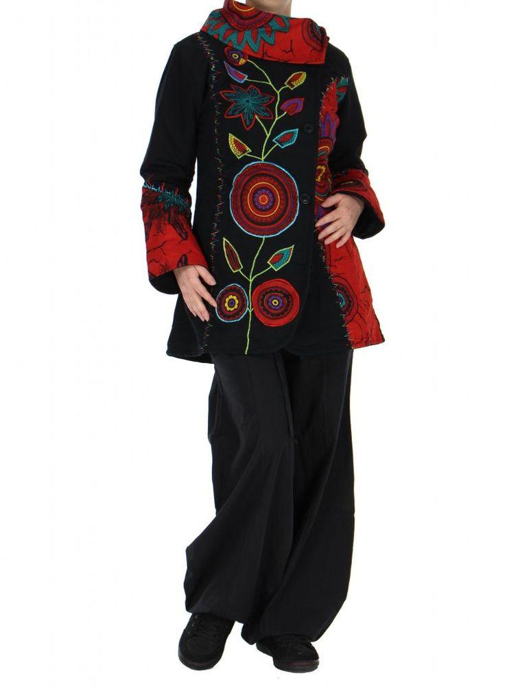 Ce manteau femme original noir et rouge Missy rend votre tenue ethnique encore plus originale. Craquez pour ce manteau ethnique sur : www.akoustik-online.com