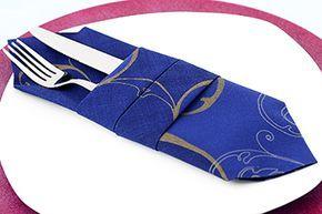 Servietten falten Anleitung doppelte Bestecktasche. Tolle Bestecktasche in Blau: schnell und einfach die Servietten falten